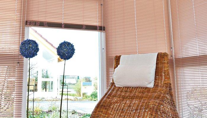 rollos in gr n. Black Bedroom Furniture Sets. Home Design Ideas